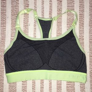 cutie lime green sports bra!!